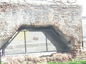 Foto del 2008, resti del muro di cinta del Castello di Torrenova.