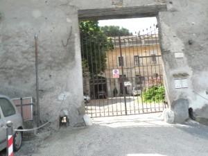Foto del 2008, uno degli ingressi del Castello.
