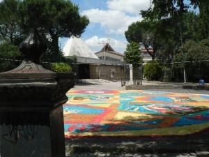 Foto del 2008, l'infiorata, piazzale della Parrocchia.