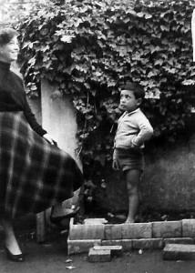 Foto primi anni 50 in via dei Giardinetti 84, Francesco Mirruzzo in compagnia della sorella Melina.
