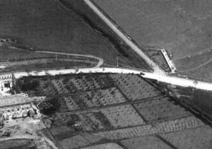 Foto del 1927, veduta aerea del castello, l'incrocio di via Casilina con via di Torrenova e la campagna, oggi agglomerato urbano.