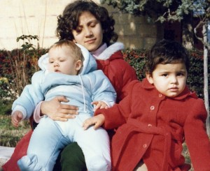 Foto del del 1982, Fabiana MARCHETTI, con i piccoli Diego e Natalia.
