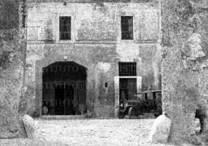 Foto del 1927, piazzale interno del castello.