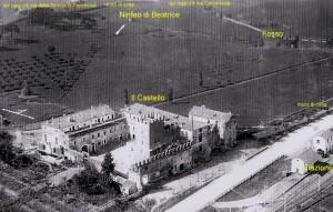 Foto del 1927, veduta aerea del castello e l'adiacente tenuta.