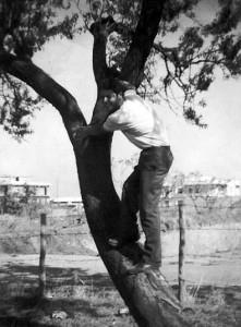 Foto del 1966, via del Fosso di Santa Maura con l'inizio di via di Orti Poli.