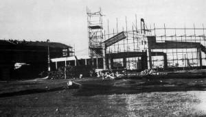 Foto del 1962, altra foto che documenta la costruzione della chiesa parrocchiale.