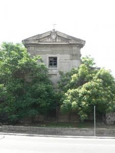 Foto del 2008, vista della Chiesa, oltre al degrado e l'abbandono gli alberi la stanno ricoprendo.