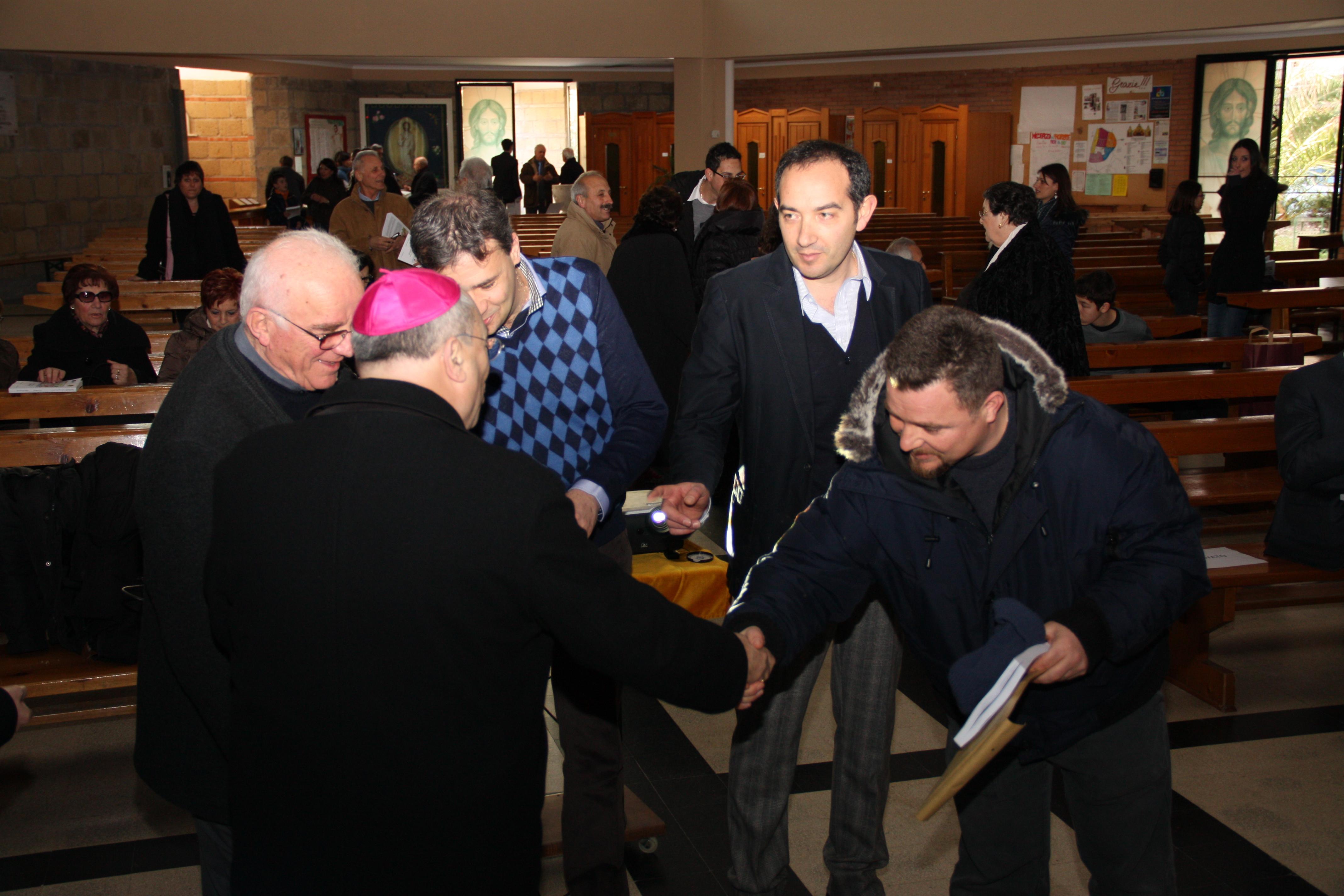 Parroco, autori e il Vescovo con G. Vannozzi, uno studioso della nostra campagna